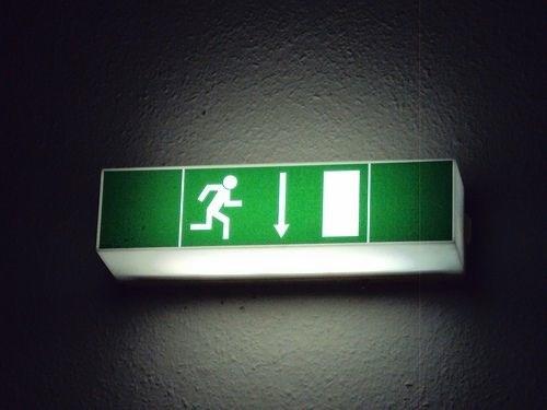 Asegúrate de que el local cuente con los reglamentos de emergencia.