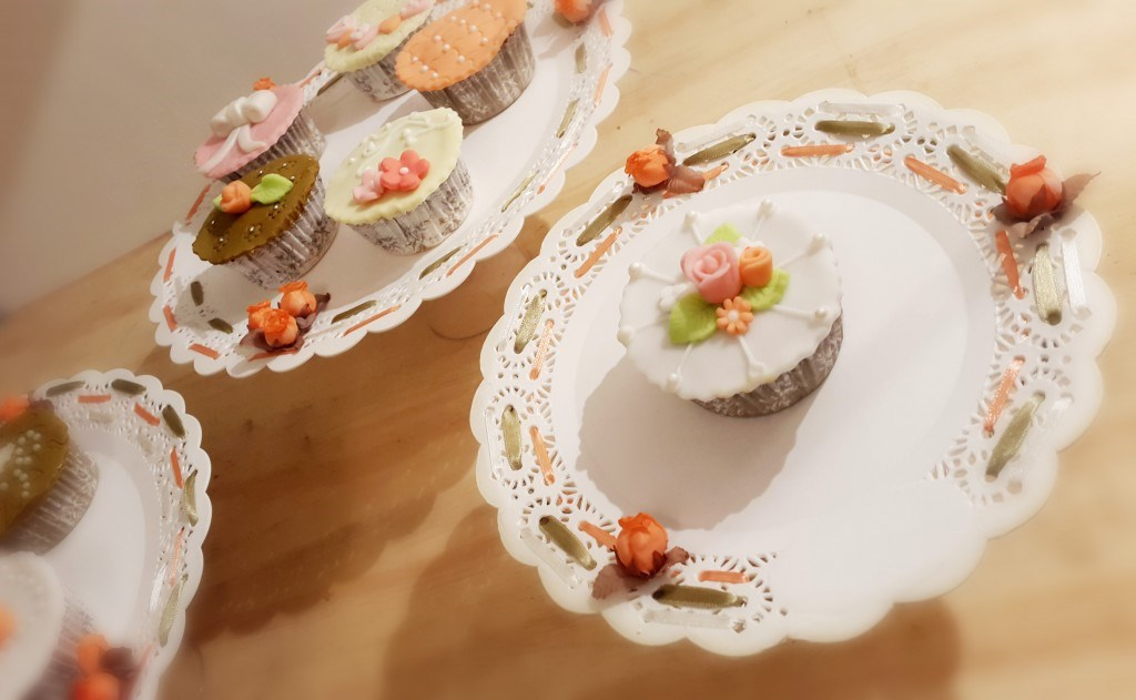 DIY: Portacupcakes con blondas plásticas | El Gran Día Paraguay