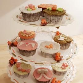 DIY: Portacupcakes con blondas plásticas