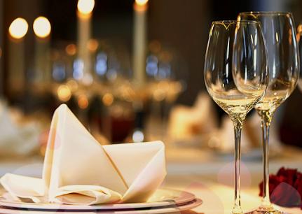 cena-romantica-en-la-habitacion-crowne-plaza-hotel