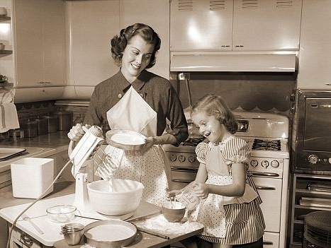 la-mama-de-la-novia-cocinando-elgrandia